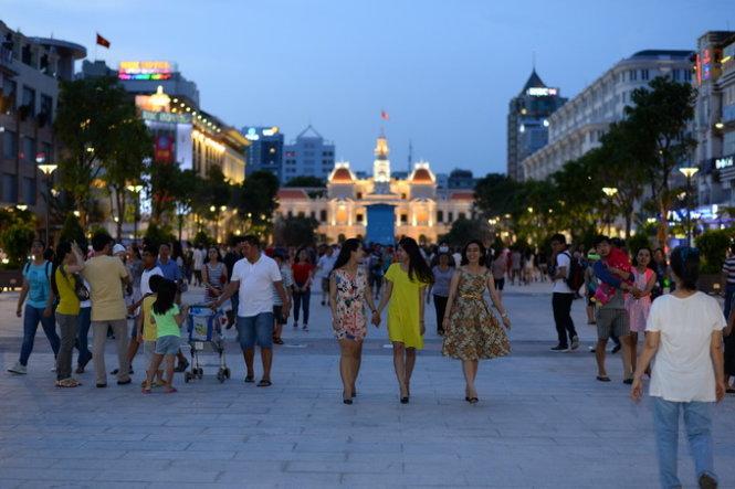 Đi dạo ở phố đi bộ Nguyễn Huệ