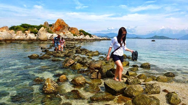 Thong dong dạo biển chiều dọc bãi Nồm